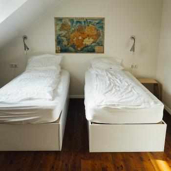 bedroom-413706_1280.jpg